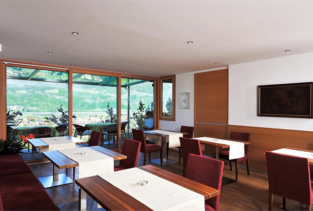 Frühstücksraum im Panorama Hotel Garni Bühlerhof in Lana - Südtirol