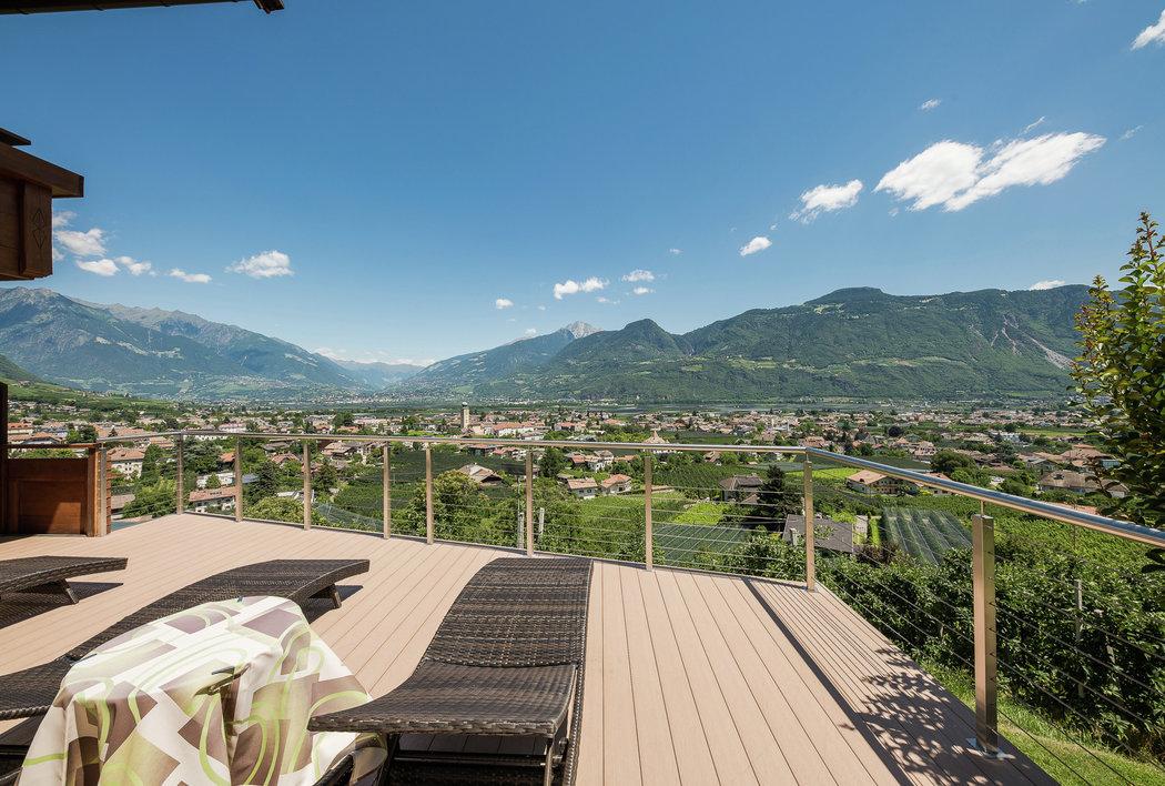 Panorama Liegewiese im Panorama Hotel Garni Bühlerhof in Lana - Südtirol