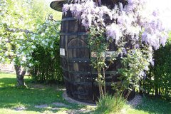 Weinfass im Garten