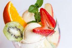 Eis mit Früchten